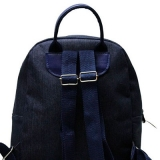 mochila preta impermeável